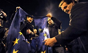 Greek protesters burn an EU flag